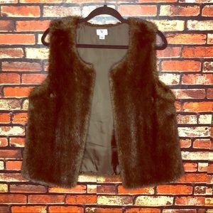 3/$15🌼Large Faux Fur Worthington Vest